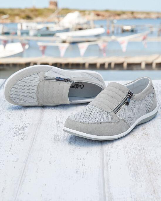 Leisure Flex Side Zip Sneakers