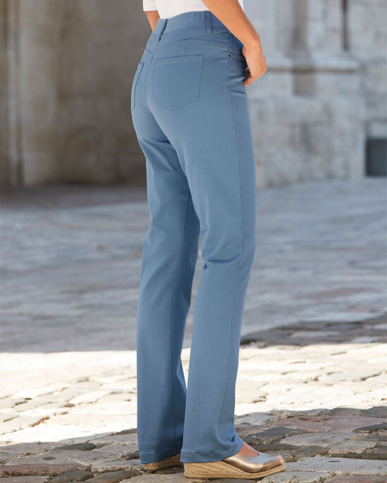 Magic Comfort Slim Bootcut Jeans